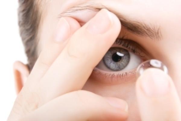 ca503efb134db A história das lentes de contato e os melhoramentos que elas reservam para o  nosso futuro são assuntos fascinantes