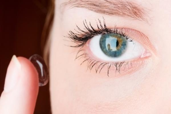 40a2a8d6b9646 Como colocar as lentes de contato é uma pergunta que todos os usuários